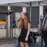 Band Voices Auftritt Lesepark Sängerin und Gitarrenspieler