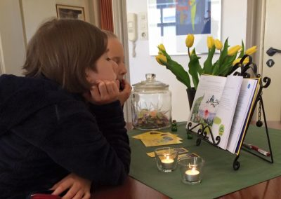 Kinder lesen Singfrosch-Buch
