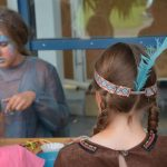 Kinder mit Wakatanka Rahmenprogramm Basteln
