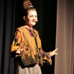Wakatanka Aufführung Erzählerin auf Bühne