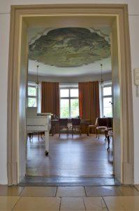 Blick in den barocken Rundsaal des Unteren Schlösschens