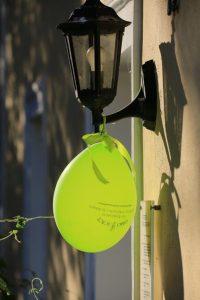 Grüner Luftballon auf Sommerfest 2017