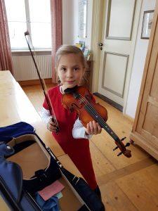Adventskonzert vor dem Auftritt mit der Geige