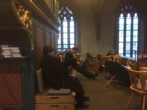 Auf der Orgelempore vor dem Adventskonzert in St. Felicitas Bobingen