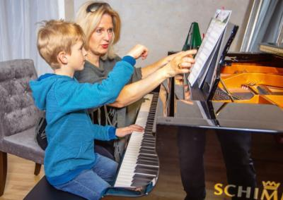 Klavier lernen Kind